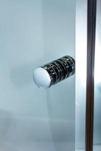Optima adjustable shower screen finger pull