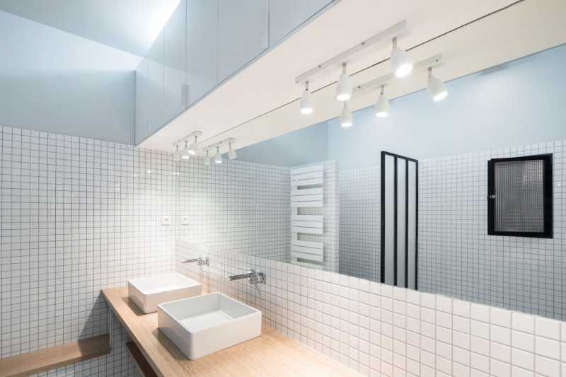 Reducing the risk bathroom design for seniors pivotech for Bathroom designs for seniors
