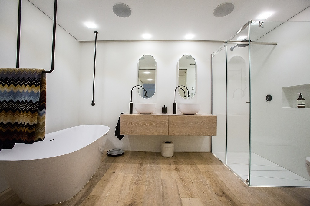 Cost effective spring bathroom makeover tips pivotech for Spring bathrooms