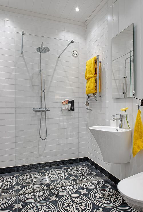Pivotech_yellowbathroom3