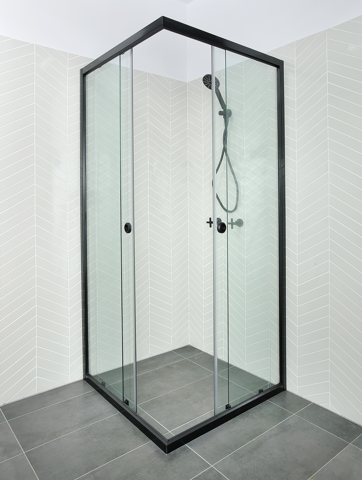 Black Momentum shower screen